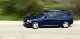 Μπλε Ford Escort Cosworth